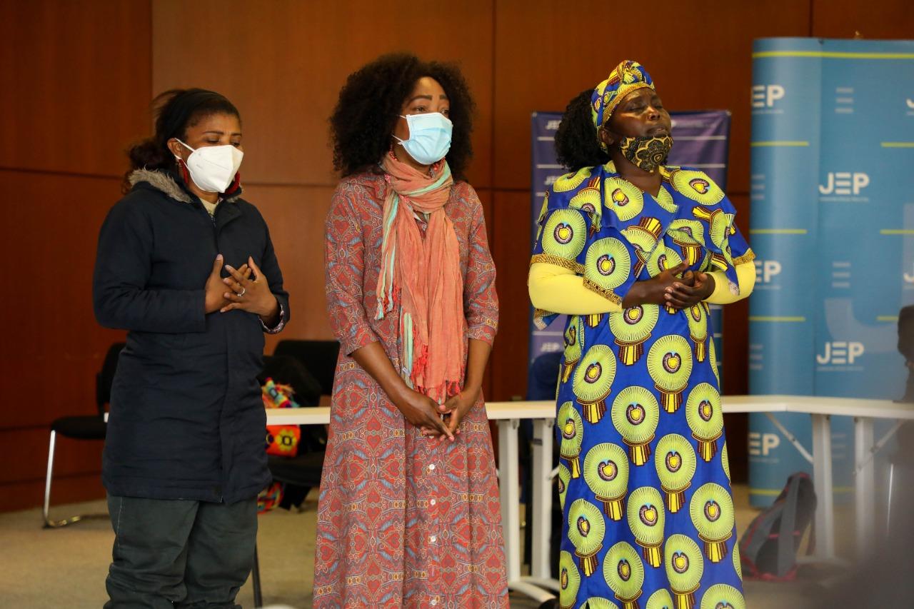 mujeres afrocolombianas entregan informe a la JEP